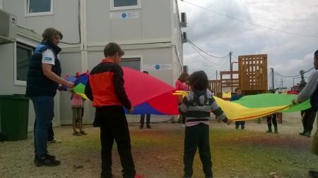 Super autobus u poseti Prihvatnom centru za izbeglice u Makedoniji