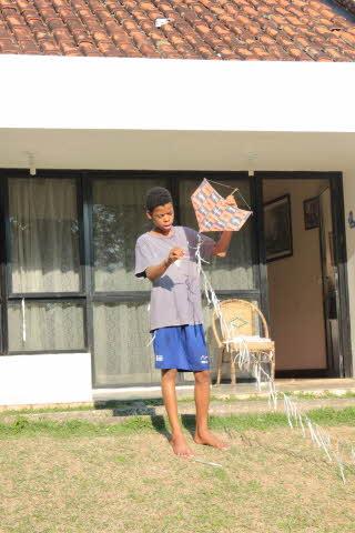 dudu-with-the-kite_jpgtreca