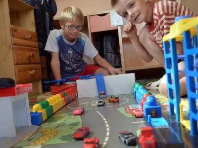 Sigurna mesta, nesmetan razvoj dece – integrisanje praksi zasnovanih na znanju o efektima traumatskog iskustva u sistemu alternativne brige